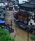 直击:暴雨侵袭饶城