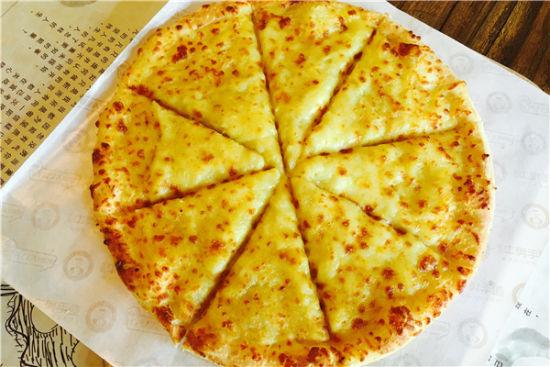 热腾腾的榴莲披萨