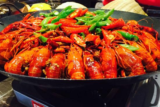 小龙虾怕的便是汤汁美味却难以入味,亚细亚餐厅的小龙虾虾肉饱满,龙虾