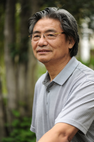 中国工艺美术大师、景德镇陶瓷大学李菊生教授