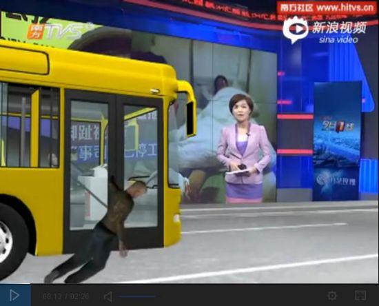 老人被公交车拖行10米