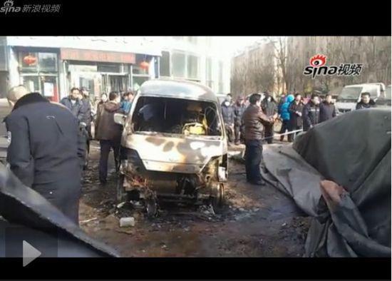 鞭炮摊爆炸毁掉7辆车 居民称以为是地震
