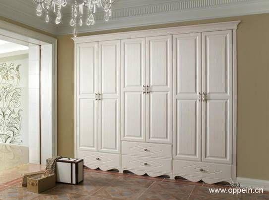 四门衣柜效果图之四:   欧派品牌中欧式的衣柜以白色的简约为美